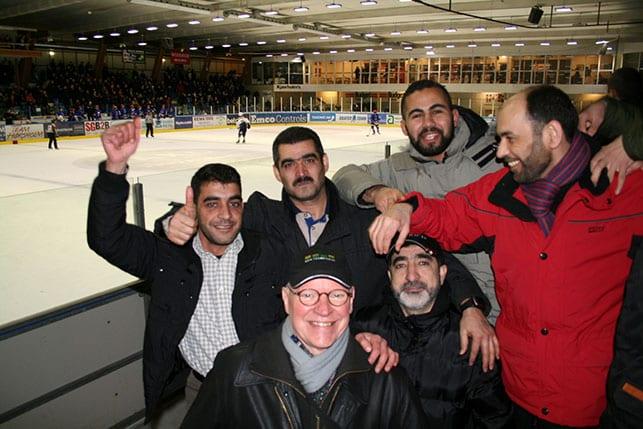 Røde Kors Hørsholm inviterede lokale flygtninge til ishockeykamp