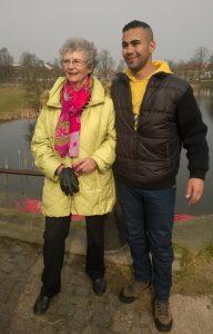 Aktivitetsleder Maja Bilde sammen med Ismaeil, som efter kort tid i Hørsholm har fået fast job hos Schou gruppen. Foto: Carina Mosbæk