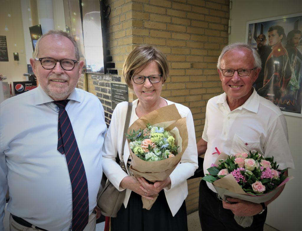 Prismodtageren Karen Valberg i midten frankeret af Thorkidl Gruelund, formand for Social- og Seniorudvalget (tv) og Jørgen Jørgensen, formand for Røde Kors Hørsholm (Foto: Jerry Ritz)